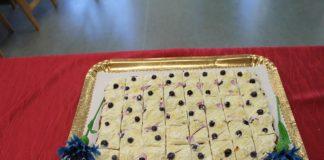 Maasikate ja mustikatega bataadikook - Holstre Kool